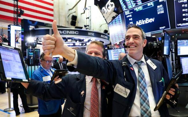 Tăng hơn 300 điểm, Dow Jones lần đầu tiên cán mốc 34.000