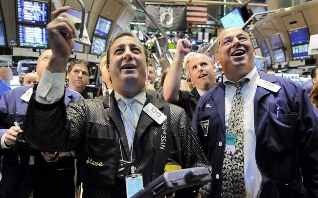 Chứng khoán Mỹ thăng hoa, Dow Jones và S&P 500 tiếp tục chạm mức cao kỷ lục