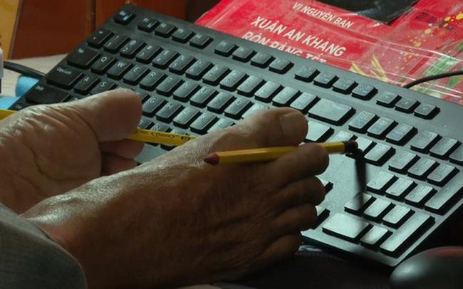 Thầy giáo Nguyễn Ngọc Ký trong tuổi thơ: 11 năm chạy thận, tập gõ phím bằng ngón chân để sáng tác văn học