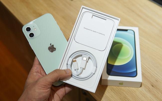 Apple tiết kiệm 861.000 tấn kim loại nhờ bỏ cục sạc bán kèm iPhone