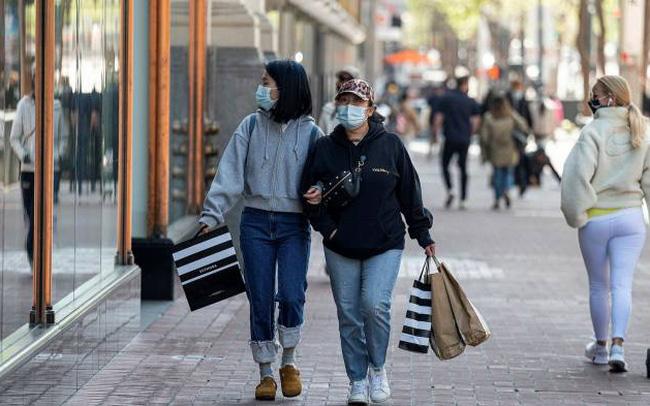 Người tiêu dùng toàn cầu tiết kiệm được 5,4 nghìn tỷ USD, kinh tế thế giới chờ đợi thời khắc chi tiêu bùng nổ