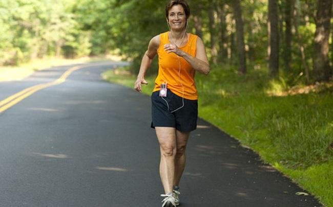 Tiến sĩ ĐH London Anh: Đi bộ 2 bước/giây với 3 nguyên tắc có thể giúp bạn minh mẫn, trẻ khỏe, sống thọ