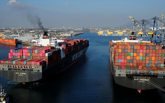 Tắc nghẽn ở cảng Los Angeles và Long Beach, 1/3 hàng hóa nhập khẩu của Mỹ đang chờ đợi trong vô vọng