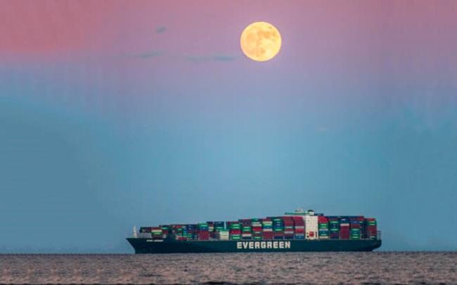 """""""Siêu mặt trăng"""": Bàn tay vô hình giải cứu thương mại toàn cầu"""