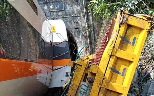 Tàu cao tốc trật đường ray ở Đài Loan, ít nhất 48 người chết