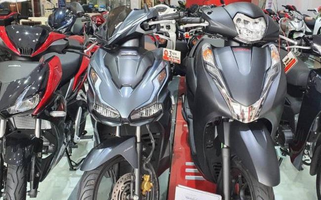 """Giá xe Honda SH tiếp tục """"tăng phi mã"""", chạm mốc 126 triệu đồng"""