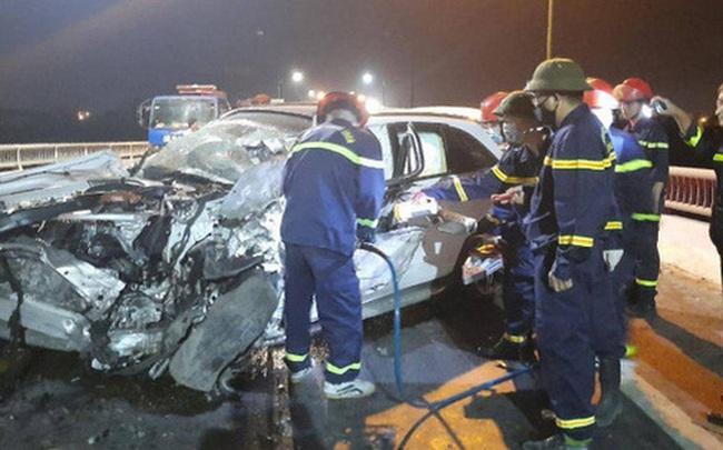 Xe Mercedes GLC bẹp dúm, tài xế 8X tử vong sau vụ tai nạn liên hoàn