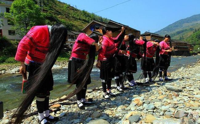 Ngôi làng có nhiều người để tóc dài nhất thế giới: Kỷ lục mái tóc 1,9m, muốn chiêm ngưỡng phải kết hôn và bí quyết sở hữu mái tóc luôn đẹp, luôn thơm