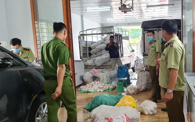 Tạm giữ hơn 3 tấn thực phẩm chay không rõ nguồn gốc ở An Giang