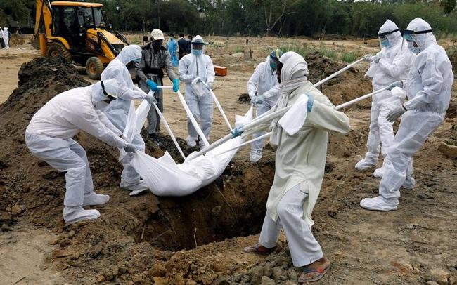 Thảm cảnh Covid-19 ở Ấn Độ: Thi thể chất chồng trong các lò hỏa táng, số người tử vong thực sự có thể bỏ xa thống kê