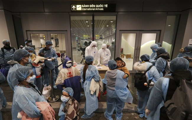 Thủ tướng: Tăng cường quản lý các chuyến bay đưa người nhập cảnh vào Việt Nam