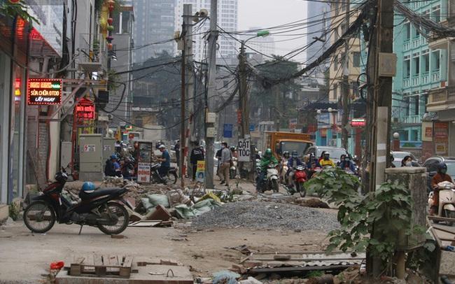 Hà Nội: Nhếch nhác trên tuyến phố 400m thi công 2 năm chưa xong