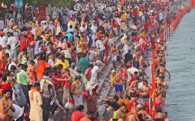 Hai sự kiện siêu lây nhiễm góp phần tạo nên thảm kịch ở Ấn Độ: 4 triệu người tham gia, số ca mắc tăng tới 3.000%