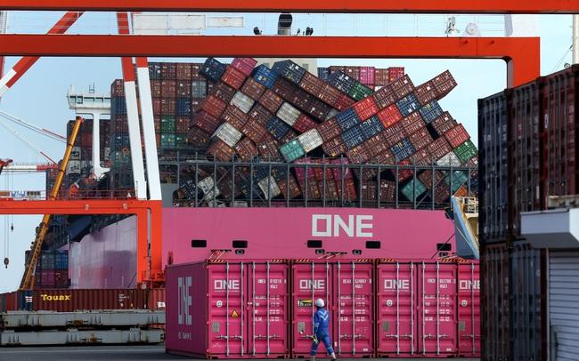 Số vụ tai nạn tăng đột biến, các container trị giá hàng chục triệu USD chìm nghỉm dưới đáy biển