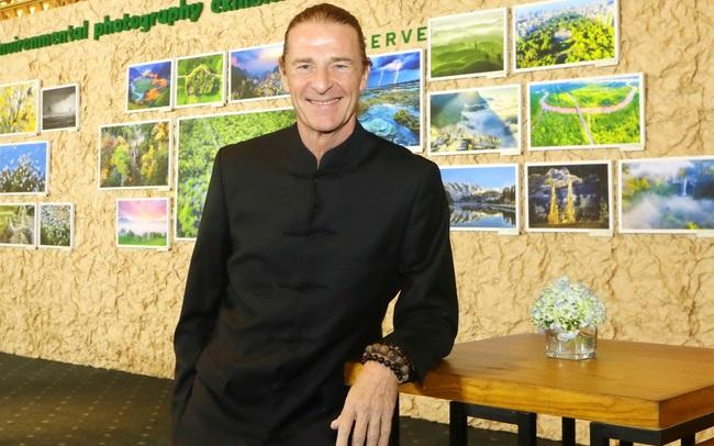 Ông Dominic Scriven 'khoe' là khách hàng đầu tiên của quỹ hưu trí do Dragon Capital triển khai