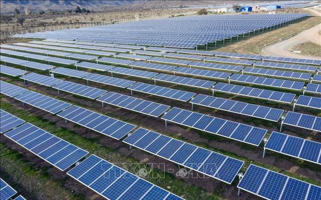 Năng lượng mặt trời, năng lượng gió đảm bảo gần 10% sản lượng điện