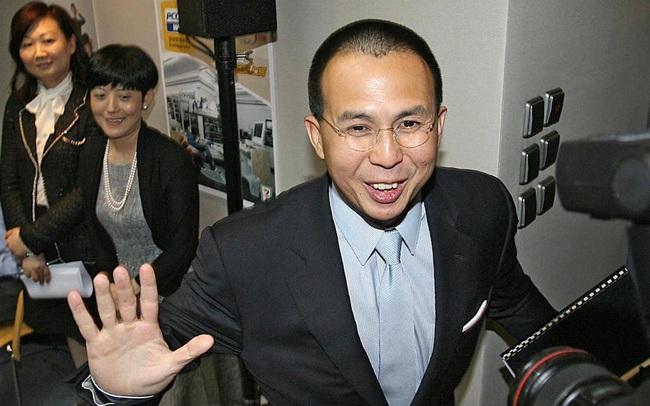 """Con trai tỷ phú giàu nhất Hồng Kông: Được mệnh danh là """"hoàng tử"""" nhưng khôn lớn nhờ cách dạy ngược đời của cha và tự sáng lập đế chế tỷ đô"""