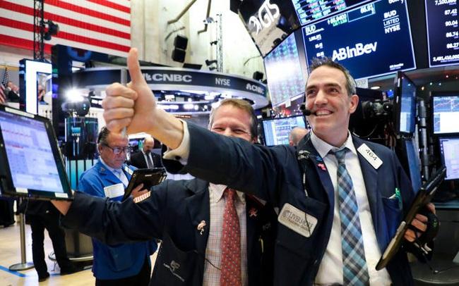 Phố Wall hào hứng trước một loạt thông tin tích cực, Dow Jones tăng hơn 200 điểm