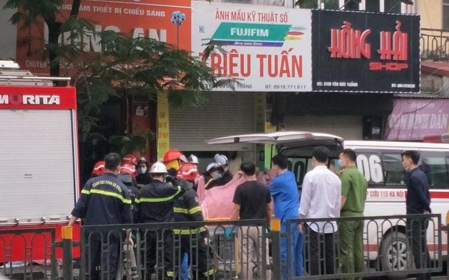 Cháy cửa hàng đồ dùng mẹ và bé trên phố Tôn Đức Thắng