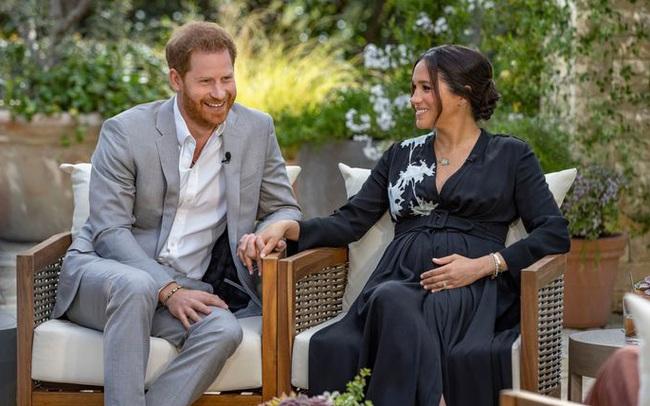 """Harry đưa ra phát ngôn mới khiến hoàng gia Anh giận sôi máu, lộ lý do thôi thúc Meghan quyết tâm """"trả thù"""" nhà chồng"""