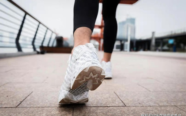 Những người sắp bị bệnh tật ập đến thường có 5 đặc điểm khi đi bộ, nếu bạn không có thì xin chúc mừng
