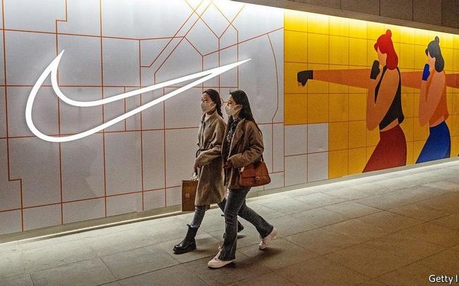 """H&M, Nike và hàng loạt thương hiệu phương Tây """"tiến thoái lưỡng nan"""" ở Trung Quốc"""