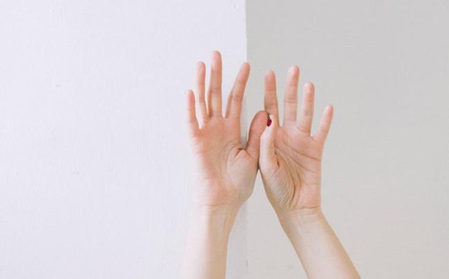 Gan xấu thì ngón tay giữa sẽ xuất hiện 3 vấn đề, nếu không có thì xin chúc mừng vì gan bạn vẫn ổn