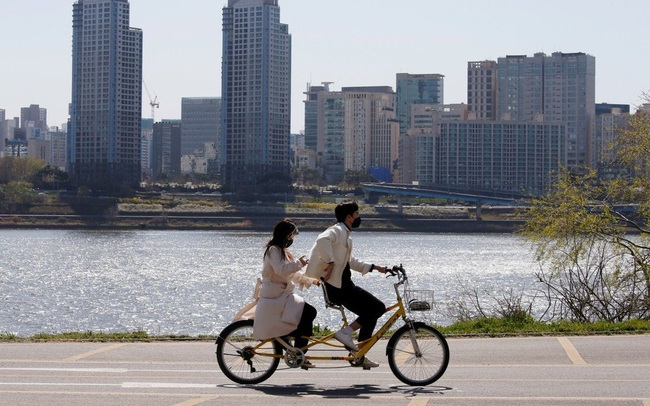 Cơn sốt bất động sản bùng lên ở Hàn Quốc, người dân ồ ạt đi vay để đầu cơ và... thuê nhà