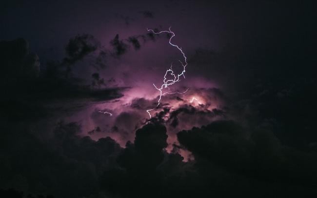 """Bài học """"hàng nghìn năm vẫn đúng"""" của 1 vị hoàng đế La Mã, 1 thống tướng và 1 nhà văn bị liệt: Giữa muôn trùng giông bão, mắt bão hóa ra là nơi bình yên nhất"""