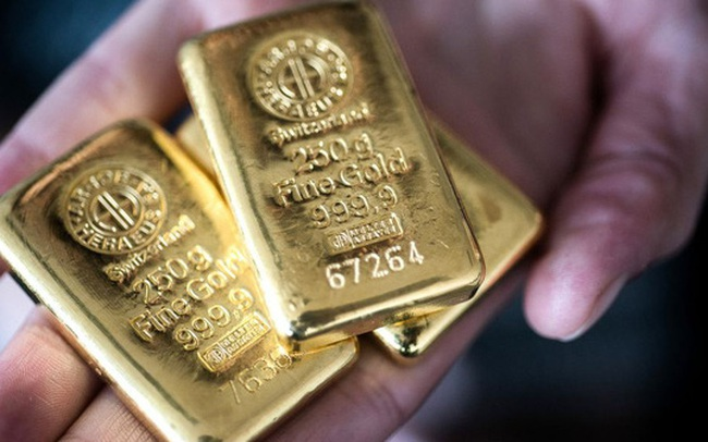 Vàng bốc hơi 200.000 đồng/lượng, USD tự do neo giá cao