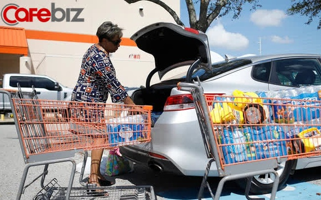 """Giải mã tài """"Gia Cát Dự"""" của Walmart: Tại sao hễ khi nào bão sắp ập đến, siêu thị lại tích trữ khẩn cấp bánh ngọt?"""
