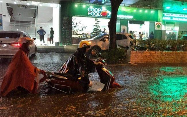 """Nguyên nhân khiến Hà Nội """"phố cũng như sông"""" sau cơn mưa lớn chiều 11/5"""