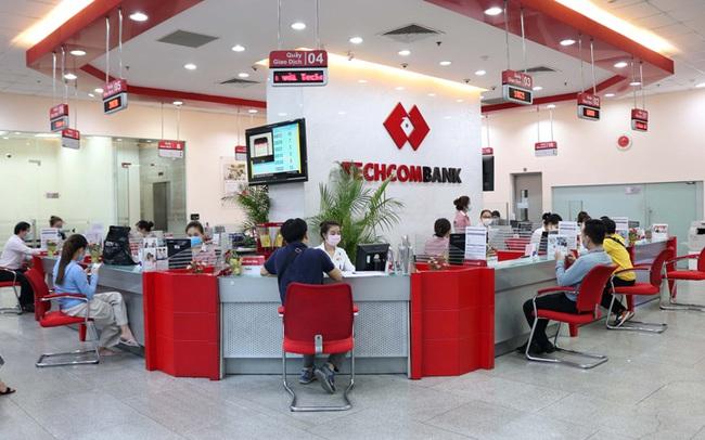 VCBS: Nếu triển khai thành công các dịch vụ tài chính tại Vinmart, độ phủ của Techcombank sẽ tăng mạnh