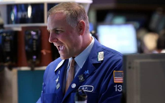 Dòng tiền bắt đáy 'nhập cuộc', Dow Jones có lúc tăng hơn 500 điểm