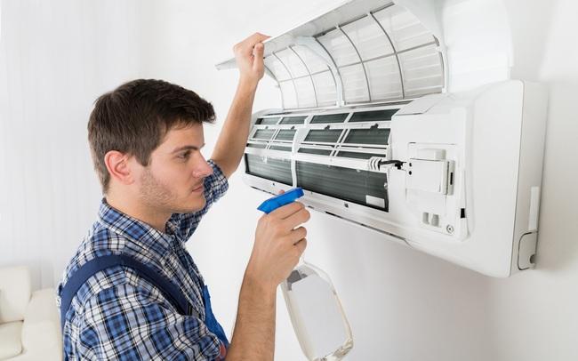 Miền Bắc nóng như đổ lửa, nhà nhà bật điều hòa nhưng ít ai biết cách vệ sinh đúng để loại bỏ mầm bệnh, tăng tuổi thọ cho thiết bị