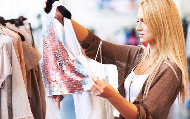 """Qua giai đoạn """"mặc áo ngủ làm việc qua Zoom"""", ngành thời trang bùng nổ trở lại"""