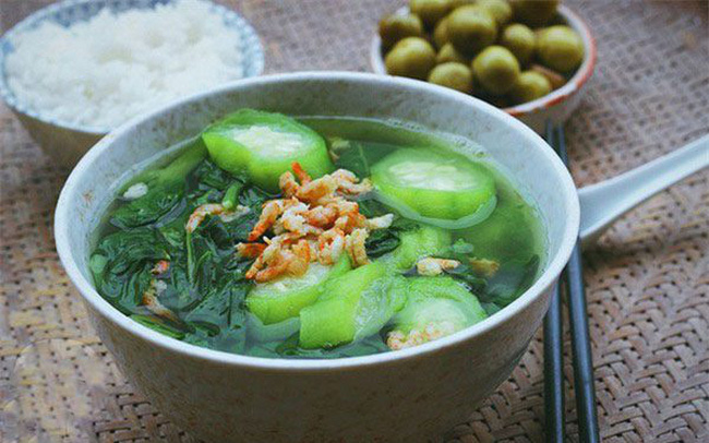 """Chuyên gia """"bật mí"""" 4 loại rau không thể thiếu trên mâm cơm vào ngày nắng nóng cực điểm, vừa giúp giải nhiệt vừa tăng miễn dịch"""