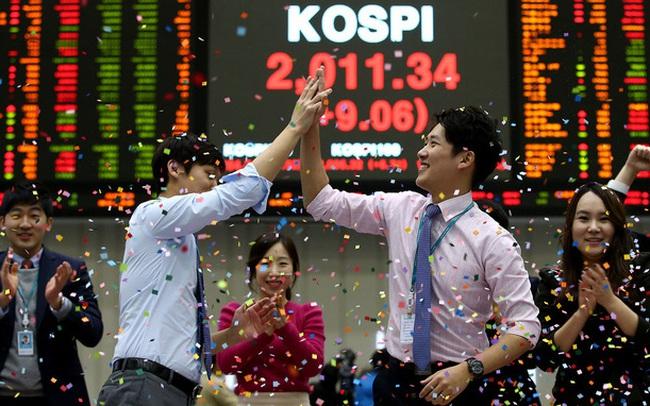 Thất nghiệp vì Covid-19, lãi suất thấp, tiền trợ cấp lại nhiều, người dân Hàn Quốc đổ xô vào chứng khoán