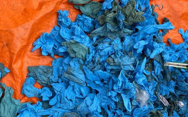Gần 15 tấn găng tay cũ nhập khẩu từ Trung Quốc