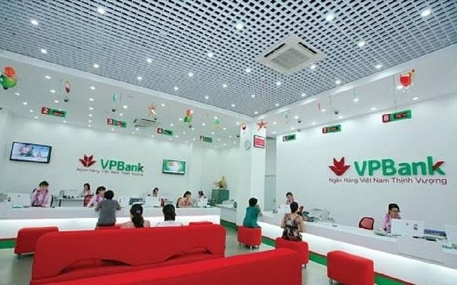 VPBank bất ngờ thông báo thu phí rút tiền ATM ngoài hệ thống và tăng phí SMS banking