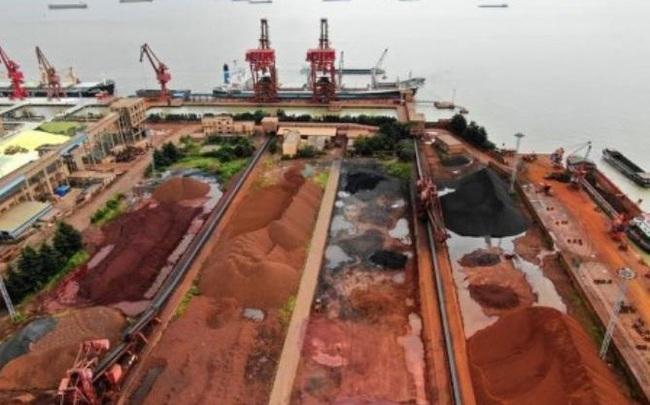Giá sắt thép và các nguyên liệu công nghiệp khác tiếp tục lao dốc, xuất hiện bán tháo