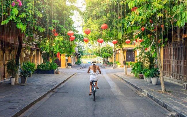 Cứ 10 người nước ngoài đến làm việc ở Việt Nam thì có 1 người đạt thu nhập trên 5,7 tỷ đồng/năm