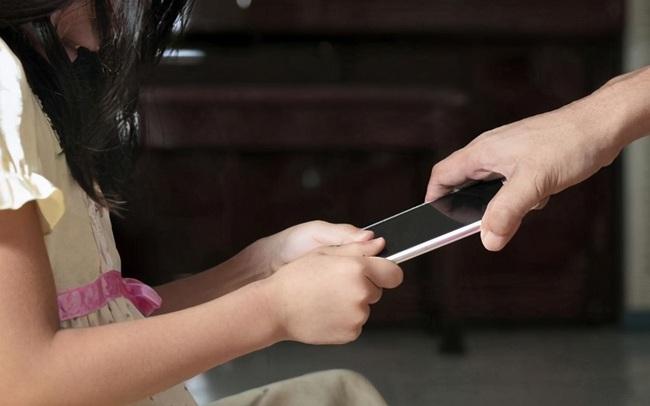 Không phải điện thoại hay TV, đây mới là điều huỷ hoại tương lai của trẻ: Đáng tiếc, nguyên nhân xuất phát từ cha mẹ