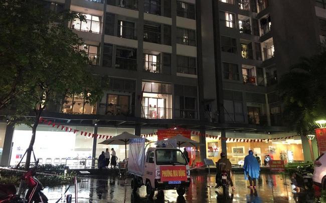 Ảnh: Hà Nội phong tỏa tạm thời tòa Park 9, khu đô thị Times City sau khi ghi nhận ca dương tính SARS-CoV-2