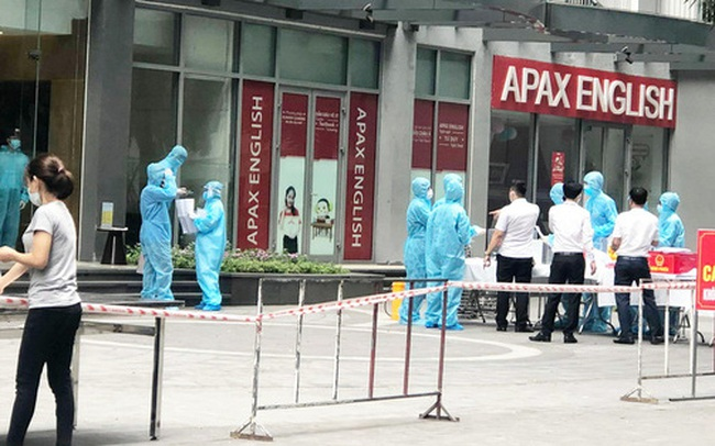 NÓNG: Bố mẹ của nam sinh ở tòa Park 11 Times City cũng dương tính SARS-CoV-2
