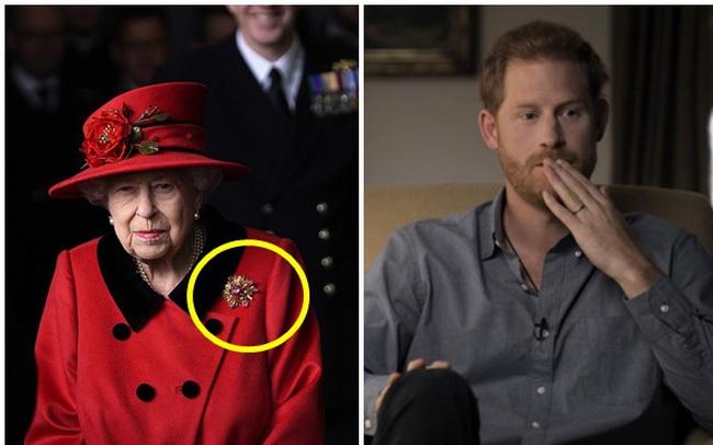 Nữ hoàng Anh xuất hiện công khai sau khi bị Harry chỉ trích cay nghiệt, chi tiết tinh tế trên áo là lời nhắc nhở gửi đến cháu trai hay than vãn