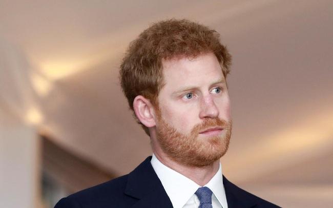 """Harry không hề hạnh phúc bên vợ con như lời đã nói, nhà báo Mỹ cầu xin dân Anh """"hãy nhận Hoàng tử về"""""""