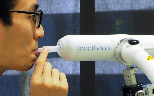 Singapore phê chuẩn phương pháp xét nghiệm Covid-19 thông qua hơi thở, cho kết quả ngay lập tức