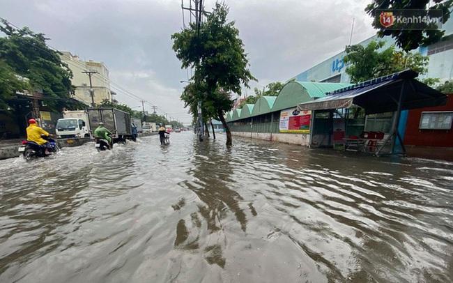 """Sài Gòn mưa tối trời vào buổi sáng, đường ngập """"te tua"""", xe chết máy la liệt"""