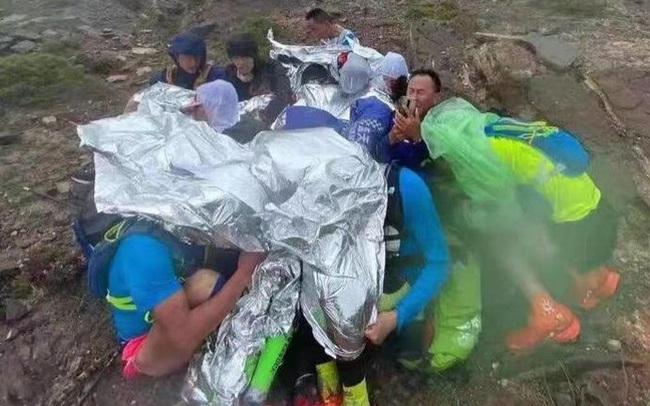 """Cuộc đua Marathon trở thành """"đường đua tử thần"""" khiến 21 người thiệt mạng ở Trung Quốc: Lời cảnh tỉnh cho việc coi thường những trang thiết bị đơn giản nhất"""